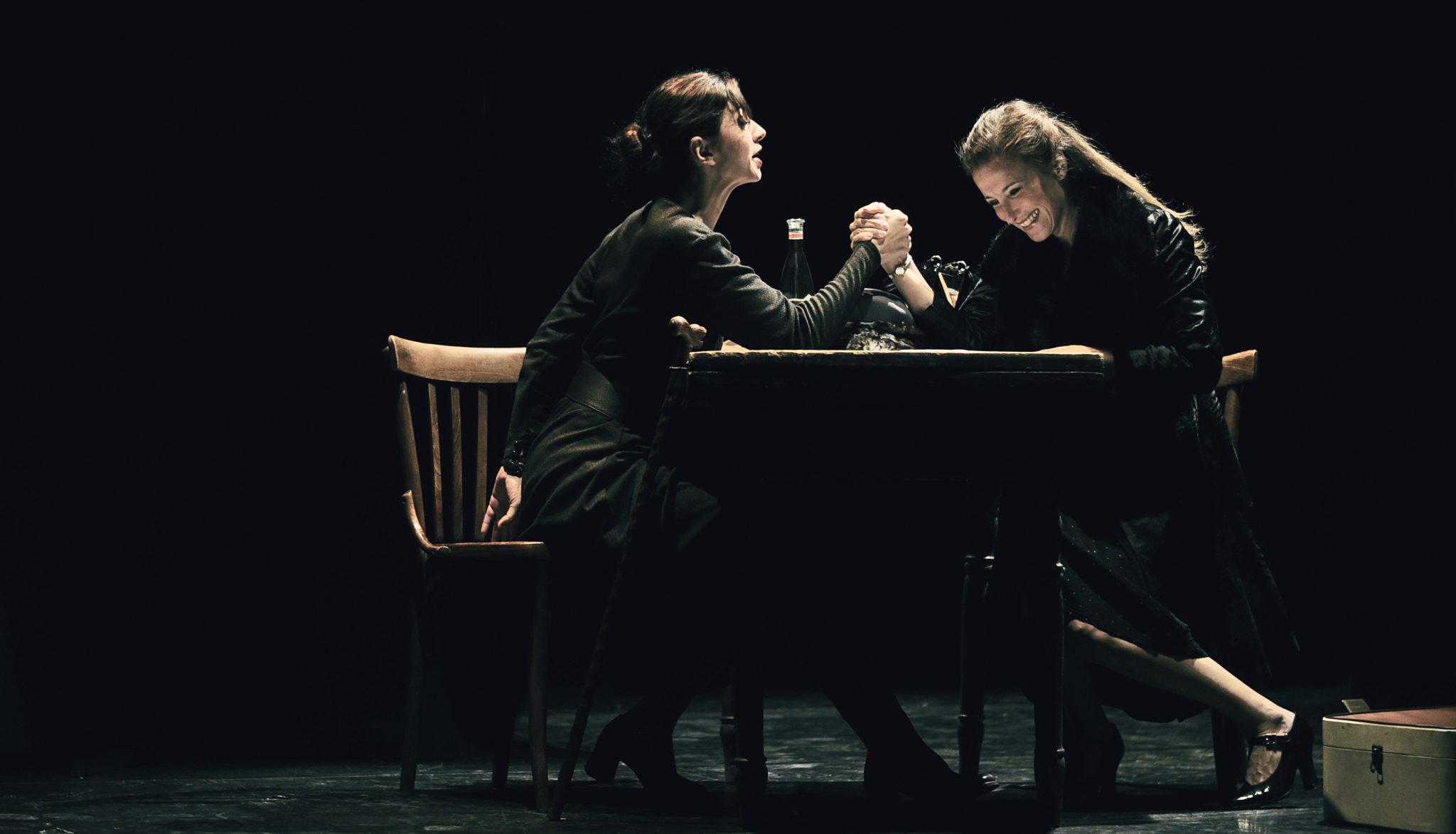 http://www.teatrolibero.it/events/2013-2014/io-e-julia